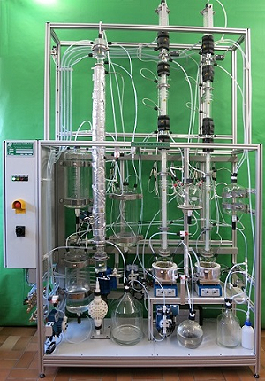 Extraction column with 2-stage distillation